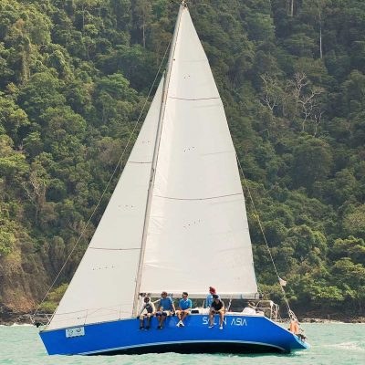 piccolo-racing-charter-yacht-sail-in-asia