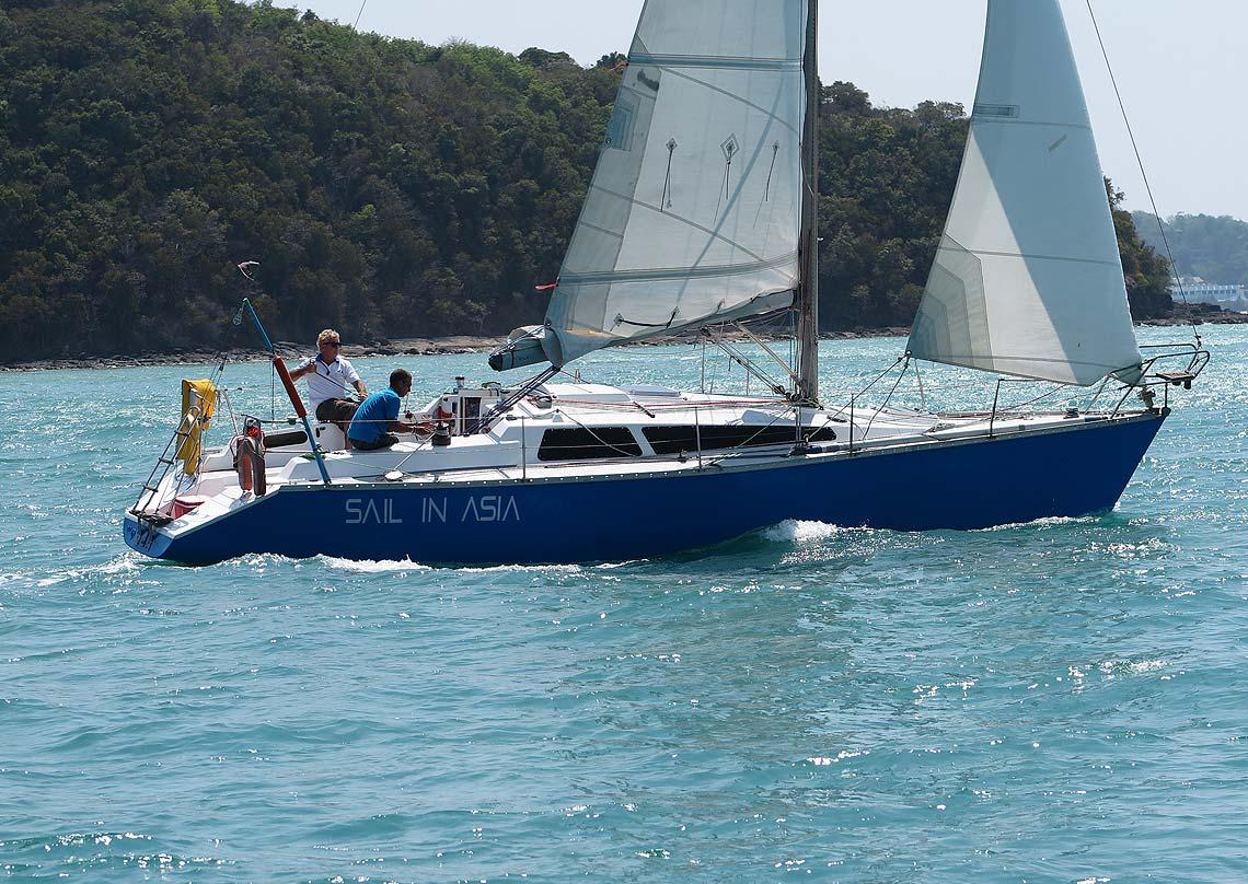 12-pinnochio-racing-charter-yacht-sail-in-asia