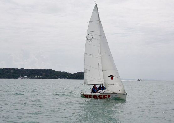 Learn to sail in Phuket with SIA